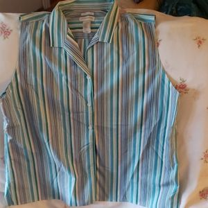 Sleeveless blouse in shades of blue
